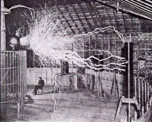 Foto tomada por Dickenson V. Alley en el laboratorio de Nikola Tesla