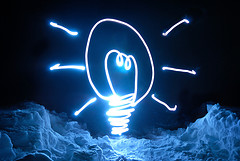"""Who Else Has A Bright Idea?"" del usuario de Flickr nhuisman"